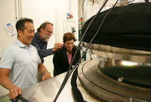 Kobayashi and Phillips showed their new ALD system to Claire Max, director of UC Observatories.