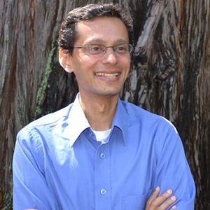 Ravi Jain, managing director of the UC Santa Cruz Genomics Institute (Photo by C. Callow)