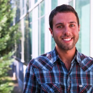 UC Santa Cruz grad student Dustin Adams's app allows someone who is visually impaired to not only recognize their photos but also to organize them and even share their shots through social media. (Photo by Carolyn Lagattuta)